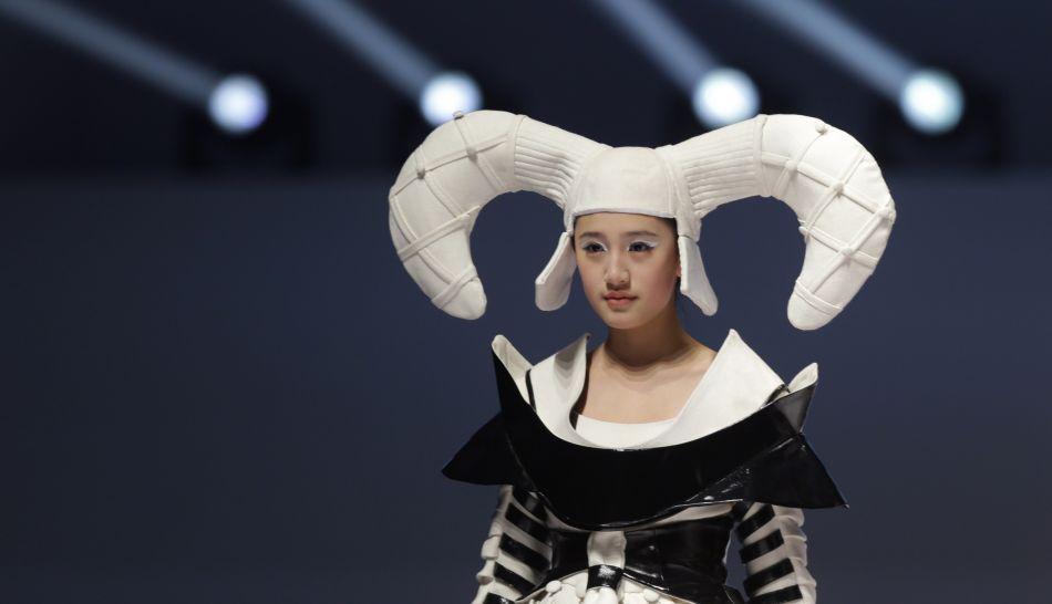 FOTOS: la moda más vanguardista puesta al límite en el China Fashion Week 2013