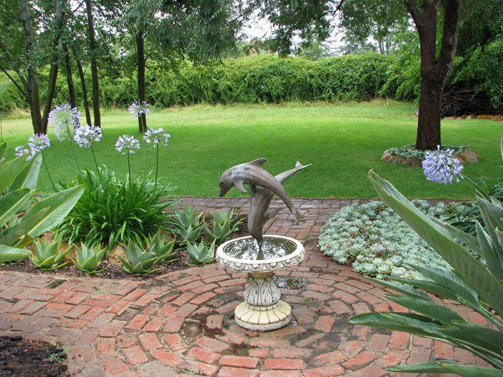 John\'s Garden (South Africa) - Dolphin fountain | Secret Garden ...