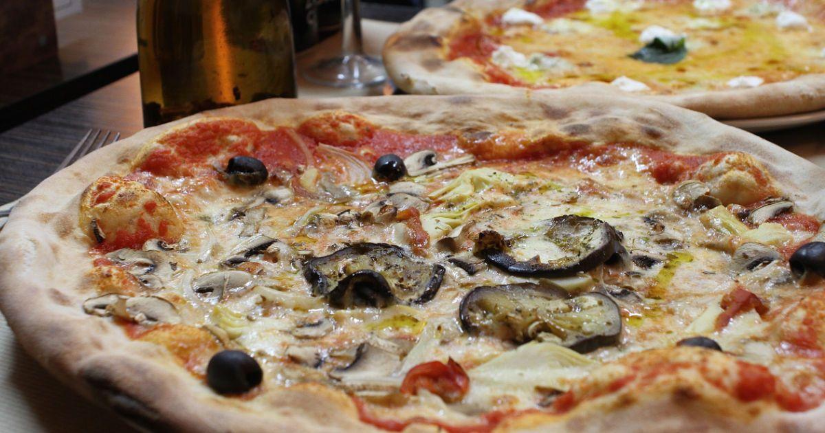Un chef napolitain, des produits qui viennent d'Italie, des pizzas meilleures que là-bas... et des prix enflés comme des spaghettis. C'est chez qui ?