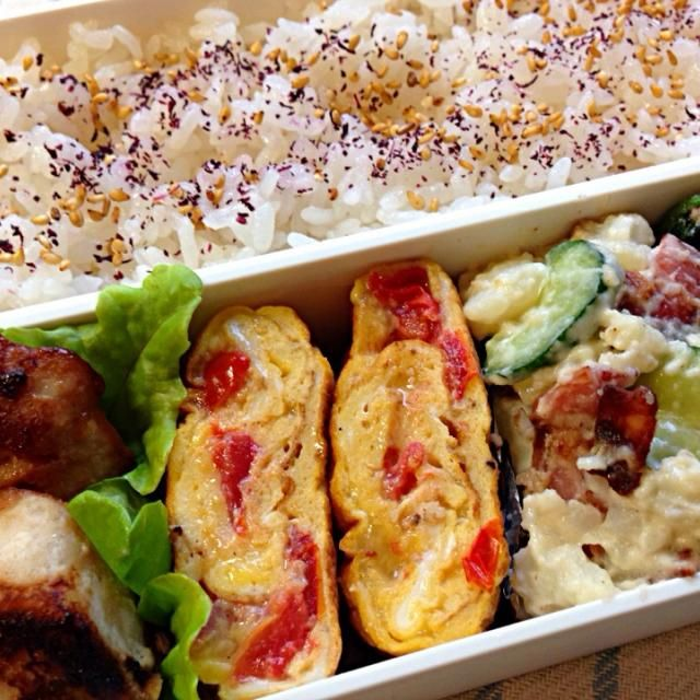 *めかじきの味噌漬け焼き *トマトとチーズのオムレツ風卵焼き *カリカリベーコンのポテサラ *ほうれんそうのくるみ和え - 175件のもぐもぐ - 10月4日のお弁当 by azuki