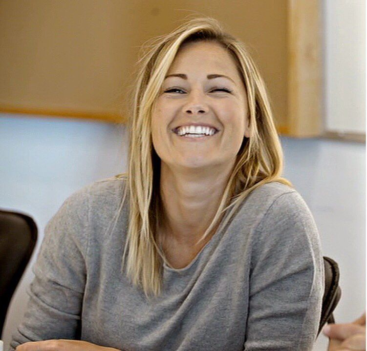 A Smile Is The Best Makeup A Girl Could Wear Helenefischer Helenefischer Helenefischerlive Gedankenwerdenwort In 2020 Best Makeup Products Girl Long Hair Styles