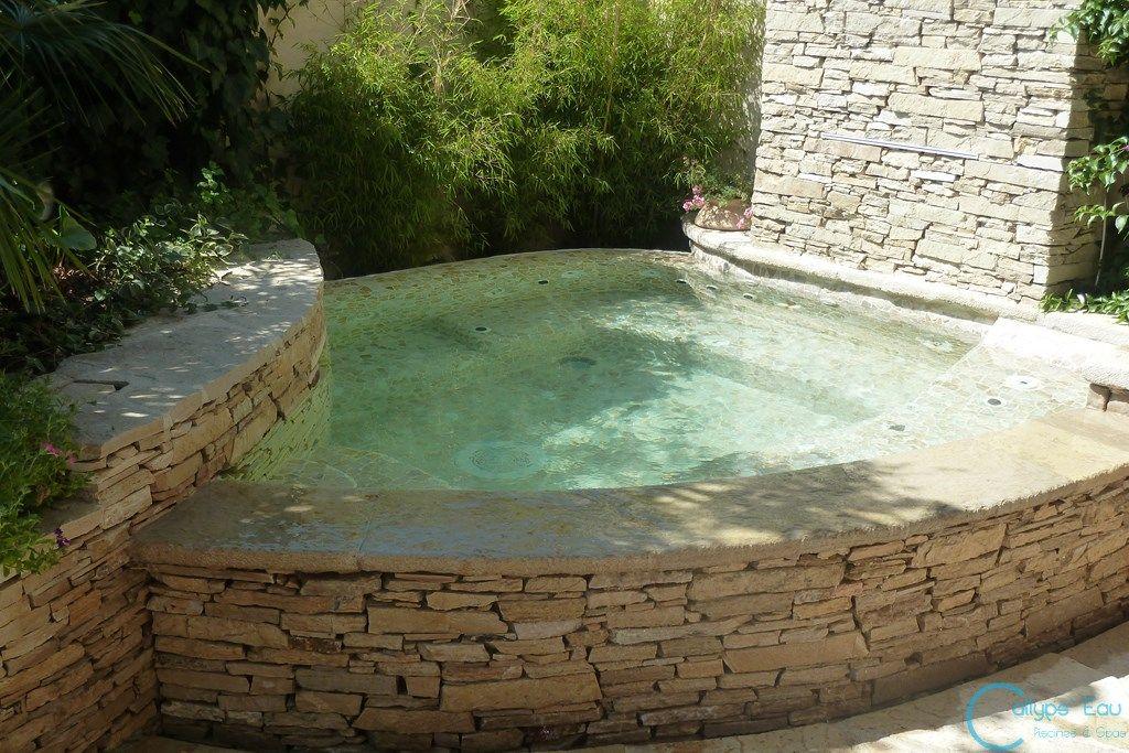 spa en pierres s ches piscine piscine construction. Black Bedroom Furniture Sets. Home Design Ideas