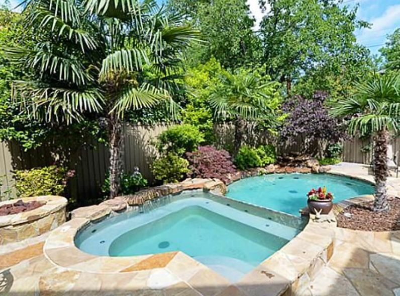 Great pool for a small backyard | Pool landscaping, Pool ...
