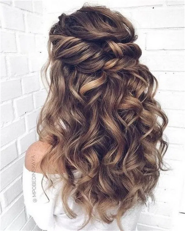 26 Chic And Elegant Wedding Hairstyles Ideas For Bridal 2019 Chicweddinghairstyles Elegantweddin Loose Curls Long Hair Loose Curls Hairstyles Curly Prom Hair