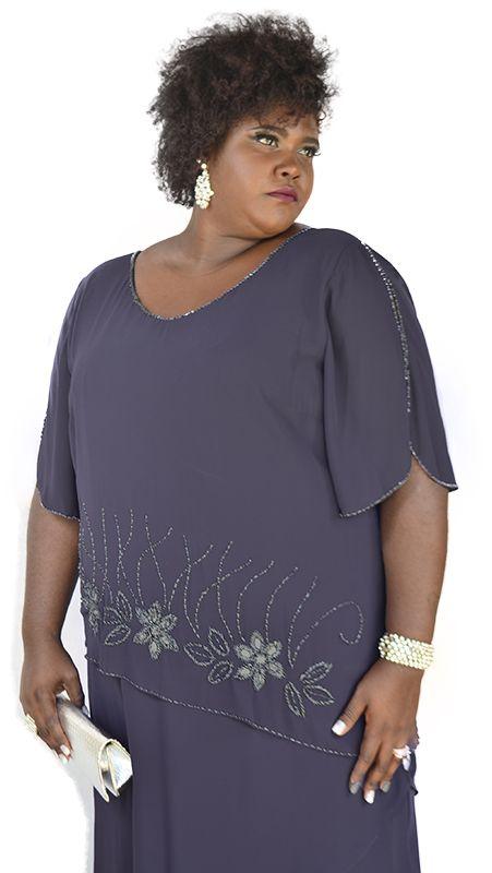 beb004315 Vestido Longo Plus Size em camadas e bordado