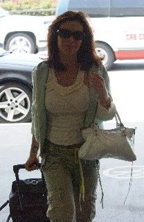 Alyssa Milano, le 26-11-2005 à l'aéroport de Los Angeles. (8)