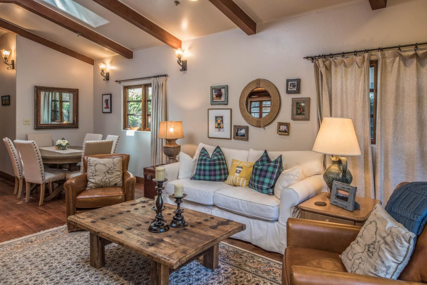 Cottage By The Sea Casa Carmela Is The Cutest Ever Small Room Design Small Spaces Cottage Living Rooms #small #cottage #living #room