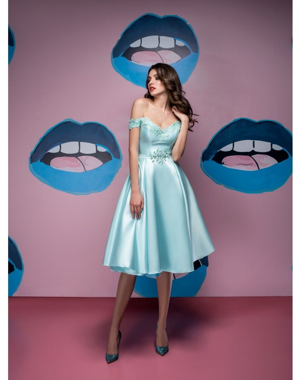fd5a18a6a833 Nádherné krátke elegantné retro šaty z nádherného mikáda