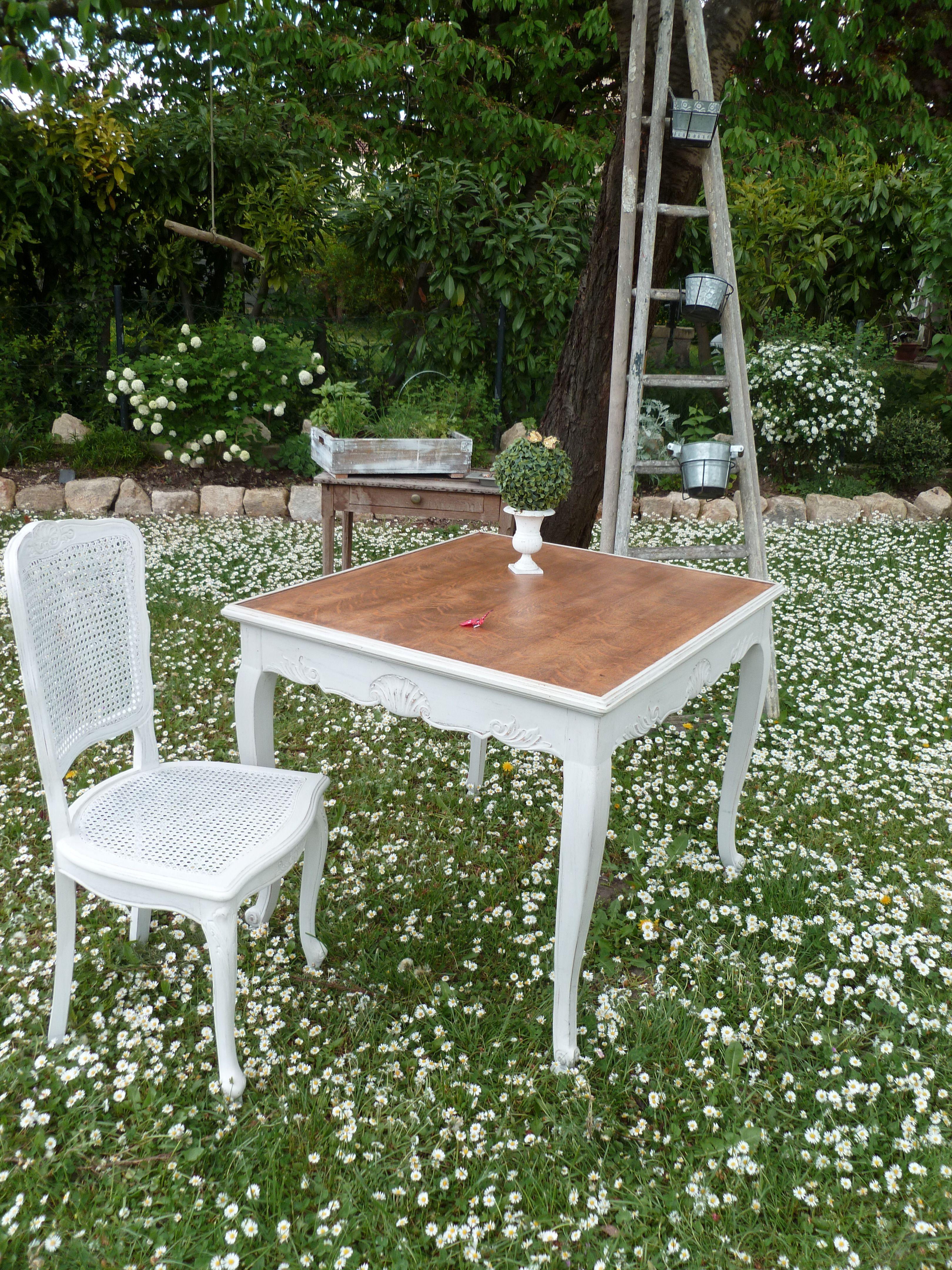 table vintage revisit e des meubles qui nous raconte une. Black Bedroom Furniture Sets. Home Design Ideas