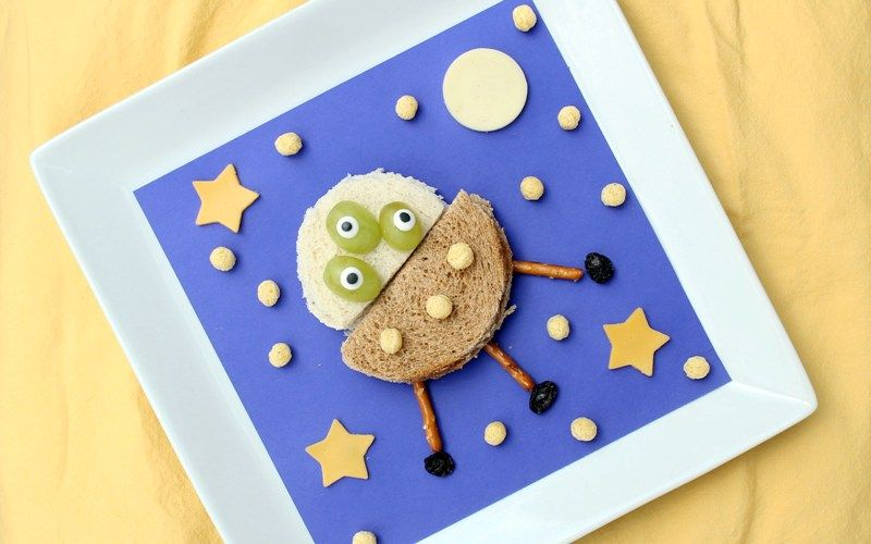 UFO Sandwich: Cut Out Fun Shapes Using Your Kid's Fave