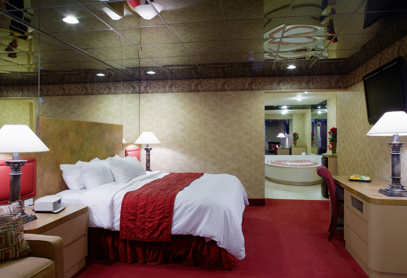 Jacuzzi Suite At Cove Haven Paradise Stream Luxury Suite Suites Romantic Retreat