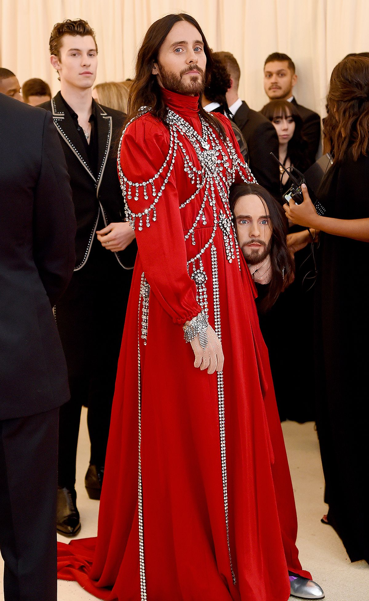 Head First At The Met Gala Jared Leto Carries His Decapitated Head As A Clutch Met Gala Looks Met Gala Fashion