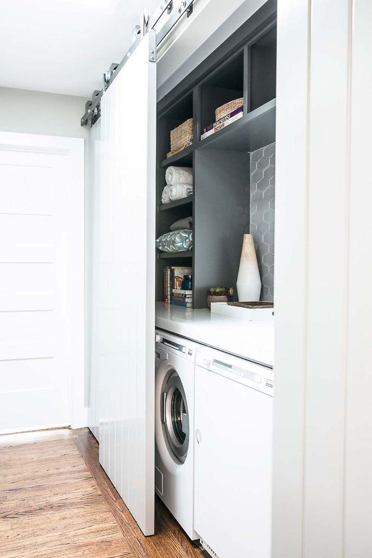 Die Turen Hinter Denen Sich Waschmaschine Und Trockner Befinden