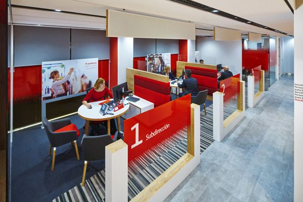 Santander unveils branch of the future oficinas dise os for Oficina santander