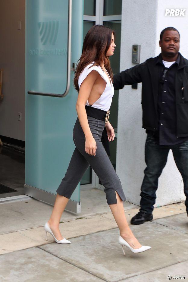 Selena Gomez Side Boob Selena Gomez Sexy Son Side Boob En Devoile Un Peu