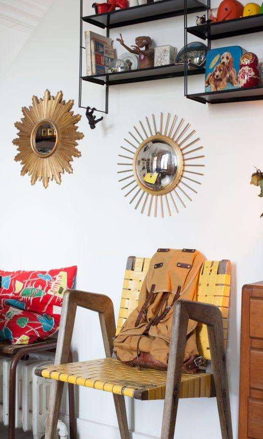 Détail salle à manger  étagère type Tomado, miroir soleil et