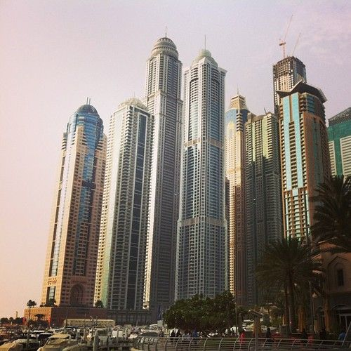 Space between towers is sooo overrated #dubai  (hier: Marina)