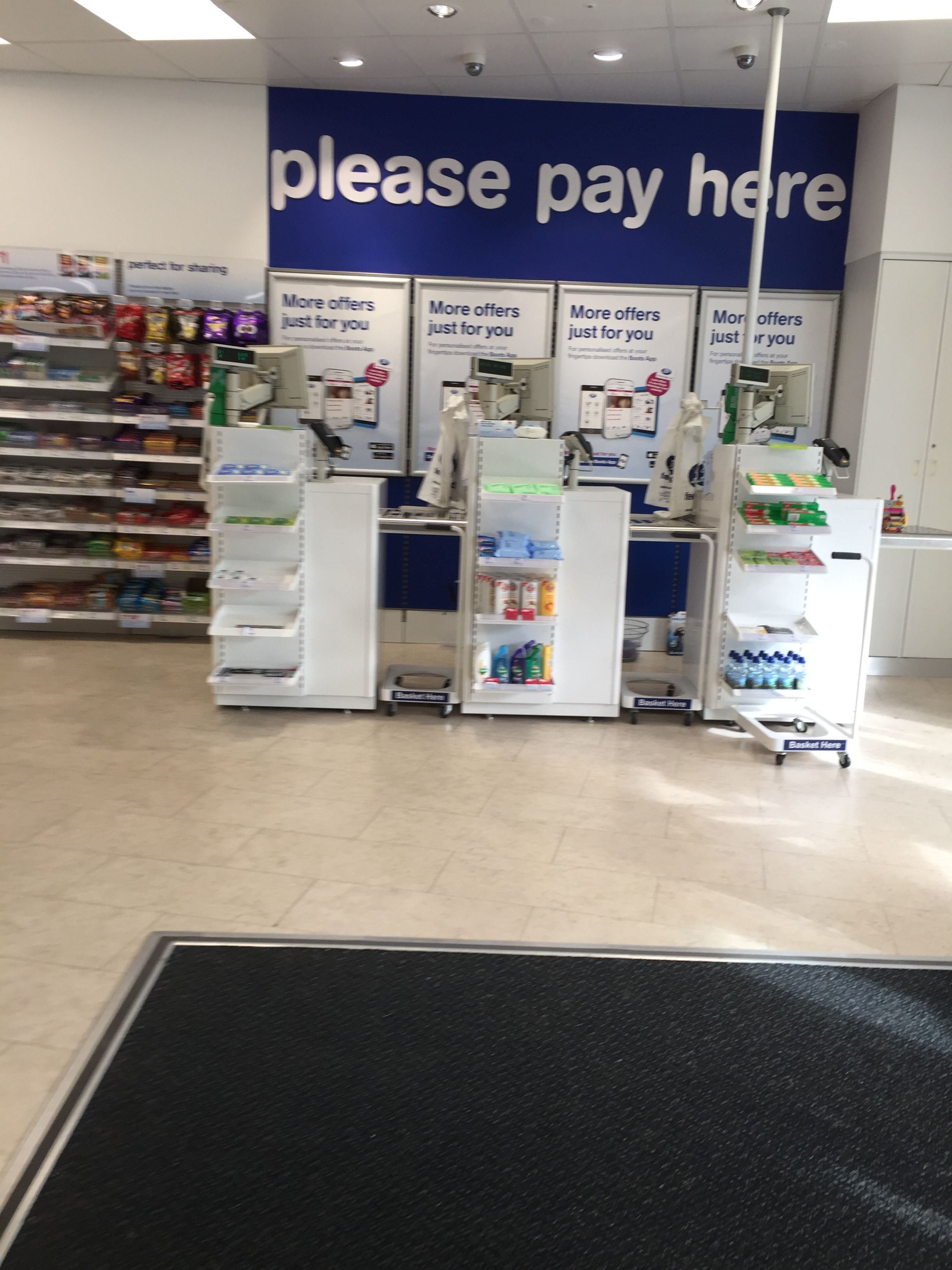 Boots the Chemist - Concept Store - order and collect - Internet - Layout -  Landscape