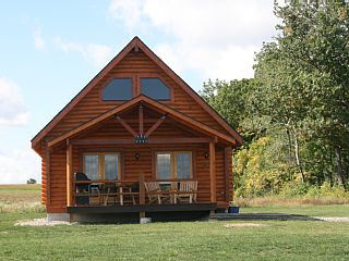 Cabin With Fully Equipped Kitchen Location Close To Everything Geneva Cabin Small Cabin Farm Cottage