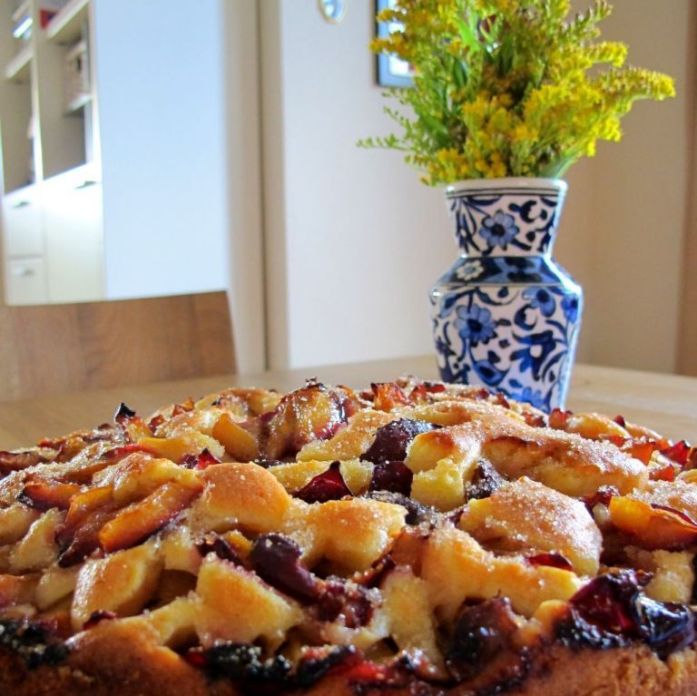 Photo of Quick plum cake with batter and crumble