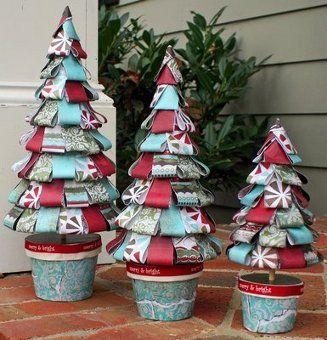 ¡Esta si que es una buena idea ecológica de decoración de #navidad! Las corbatas que ya no se utilizan se pueden convertir en divertidos arbolitos navideños.