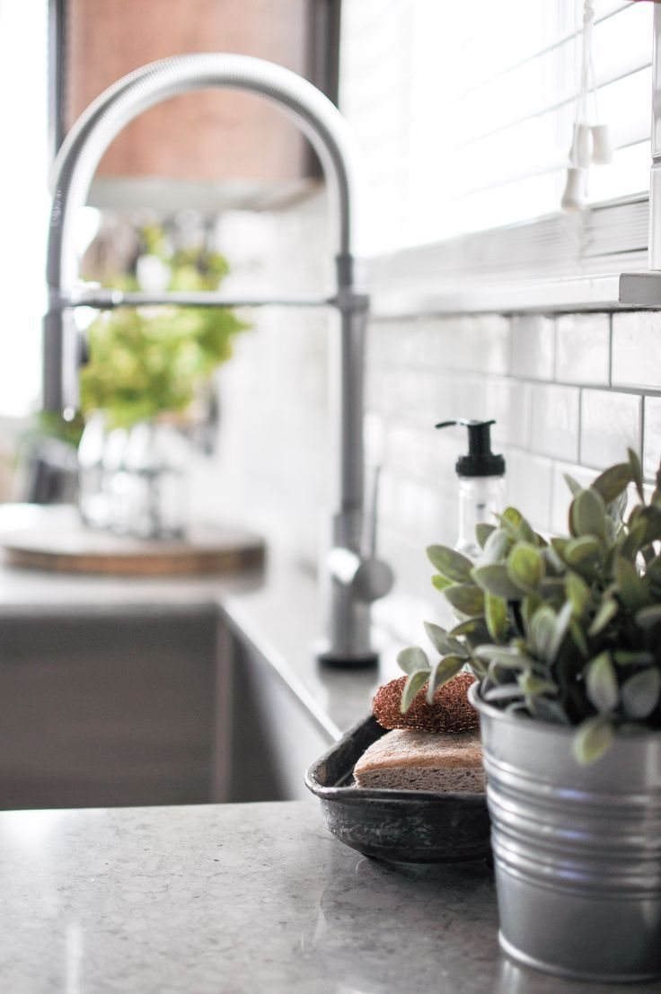 Modern farmhouse builder grade kitchen makeover