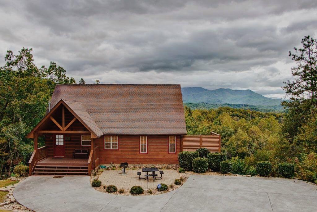 Cozy Mountain Cabins Rentals In Gatlinburg Pigeon Forge Cosby Tn Mountain Cabin Rentals Mountain Cabin Cabin