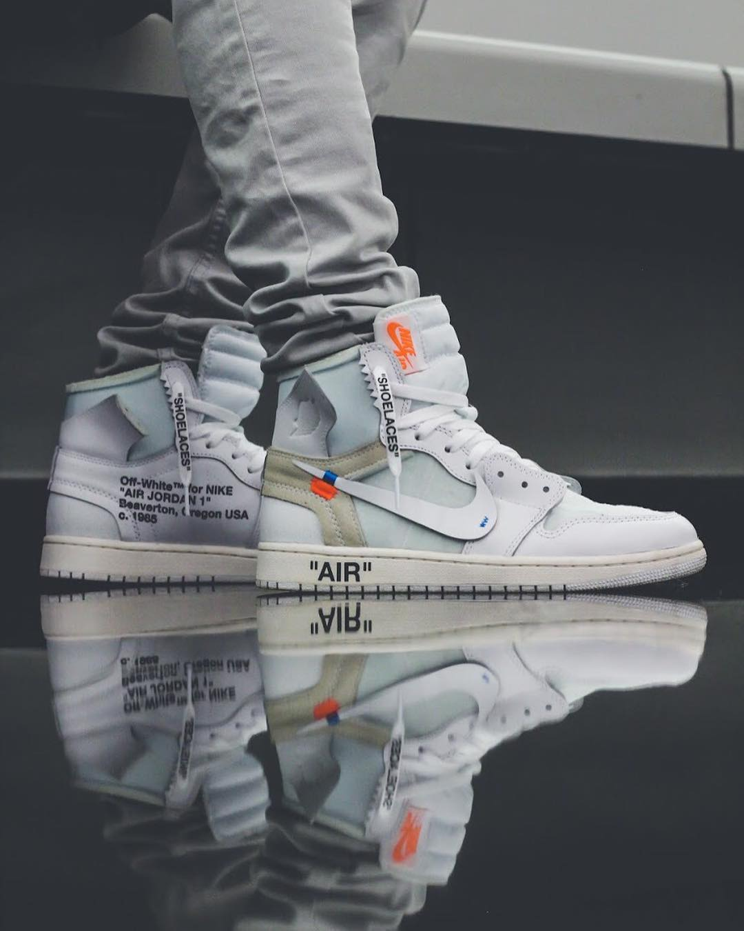 Off White x Air Jordan 1 </p>                     </div> 		  <!--bof Product URL --> 										<!--eof Product URL --> 					<!--bof Quantity Discounts table --> 											<!--eof Quantity Discounts table --> 				</div> 				                       			</dd> 						<dt class=