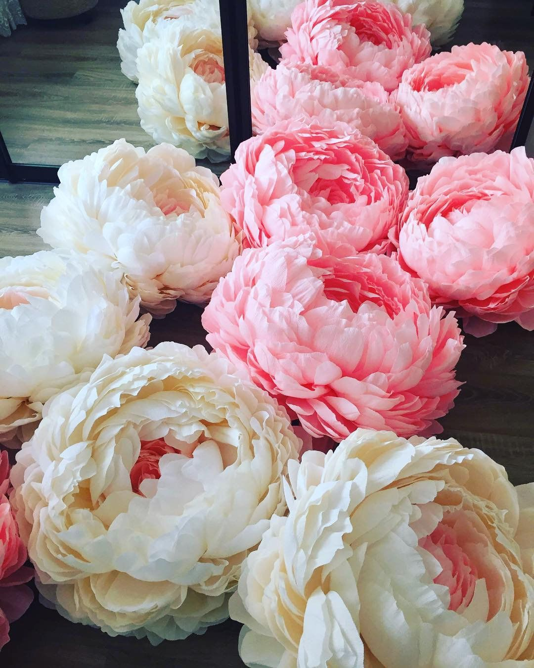 Large paper flowers. Giant paper flowers. Paper flowers on the stem. Paper peony. Large paper flowers for wedding decoration