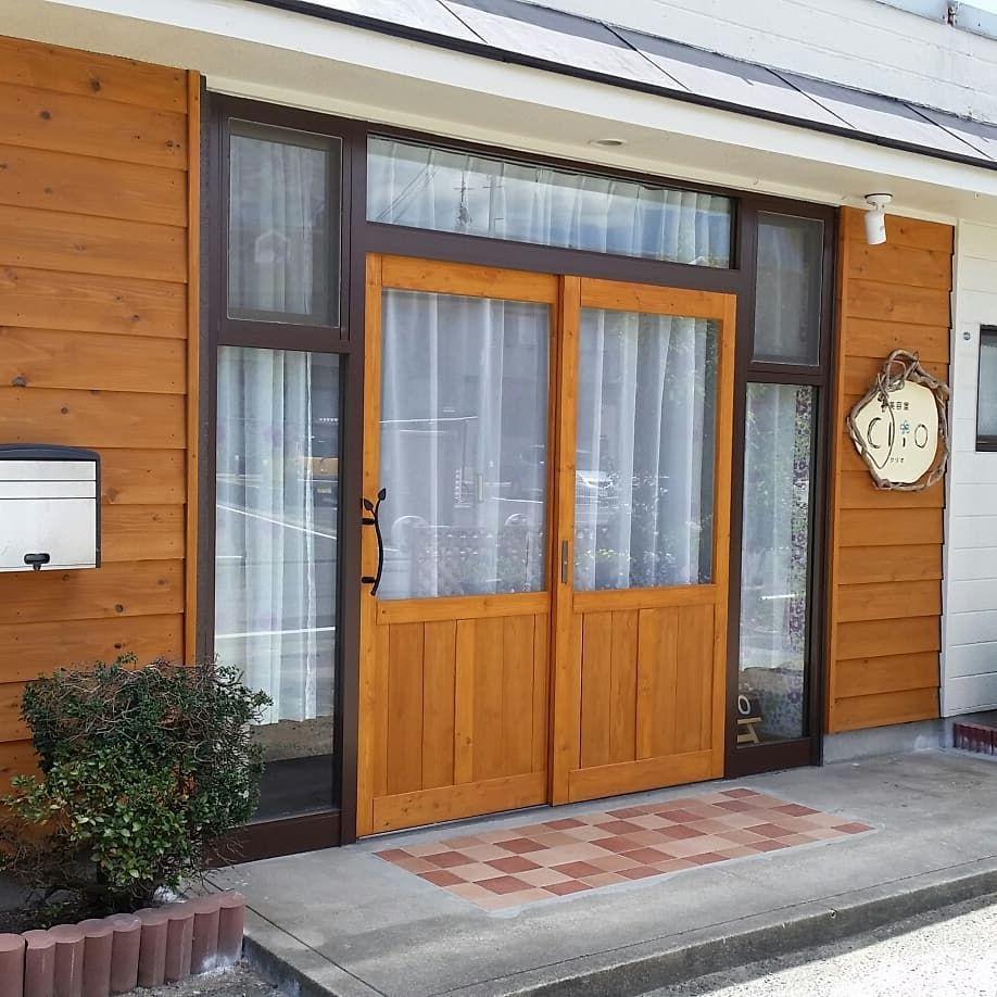 Doorkitさんはinstagramを利用しています アルミサッシから木製のドアへ交換 サイズオーダーで製作してお送りします 玄関引き戸 サッシを木製 玄関diy サッシdiy 玄関 引き戸 アルミサッシ サッシ