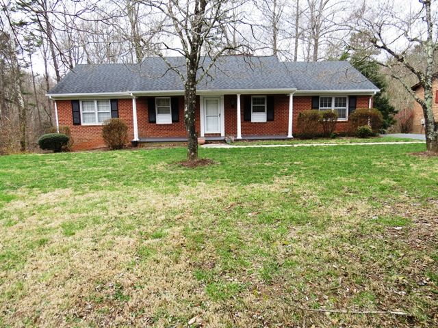 Dundee ln martinsville va very nice home many updates two master suites plenty of room for large or growing family also rh pinterest