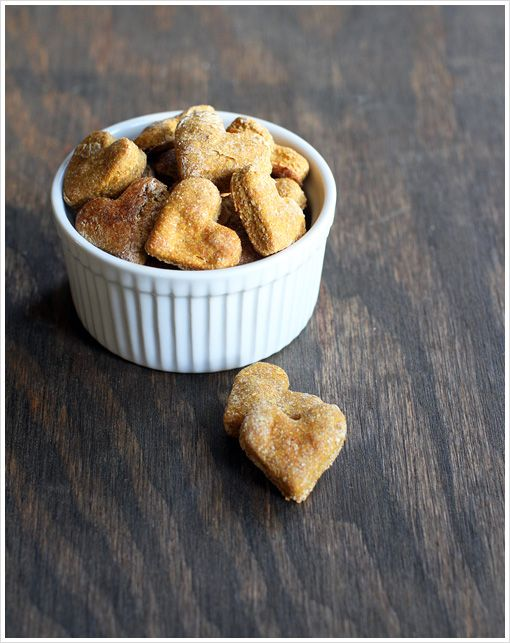 Pumpkin Dog Biscuits : an easy homemade treat for the furry babies