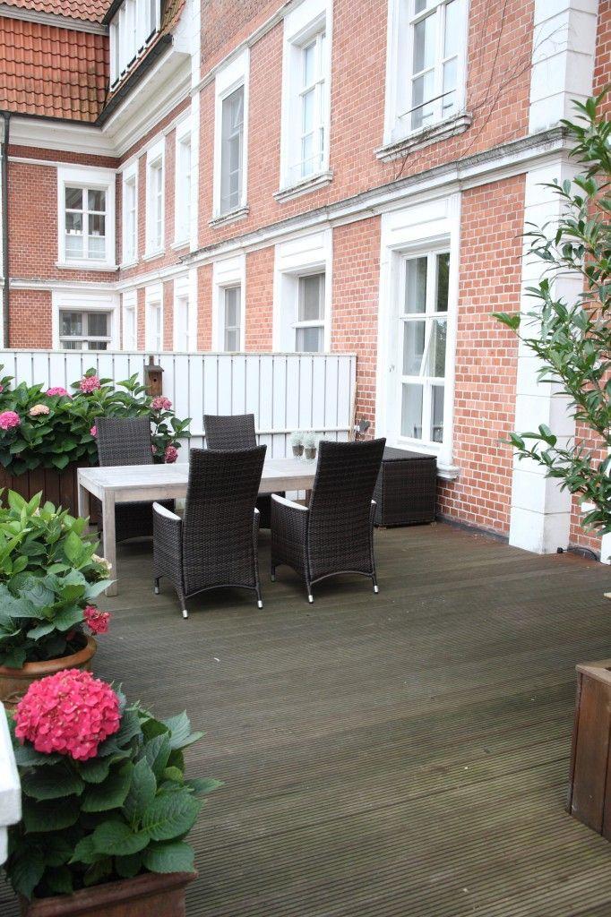 Schicke Terrasse Vor Einem Altbau Terrassendielen Von Der Parkett Riese Holzfussboden Terrassendielen Parkett
