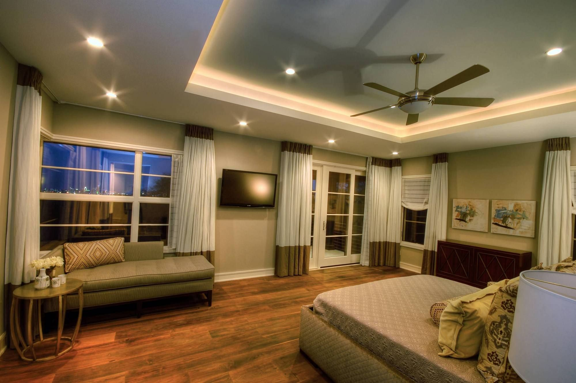 Indirect Lighting Around The Tray Ceiling Usual House False Ceiling Bedroom Bedroom Design Bedroom Ceiling Light