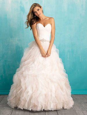 vestidos de noiva Bellethemagazine |  Allure Bridals Primavera 2016 |  Bola do Marfim chão Querida vestido $$ ($ 1,001-2,000)