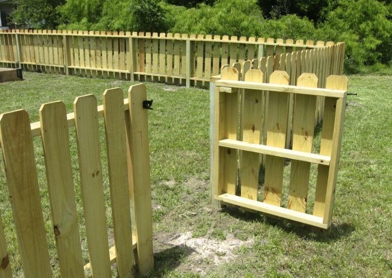 zum gartentor können sie auch ein passendes zaun design wählen, Gartenarbeit ideen