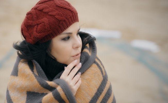 Ilk Kez Karadeniz Turkusu Seslendirdi Turk Popunun Sevilen Ismi Elif Karli Ilk Kez Bir Karadeniz Turkusu Ile Sevenlerinin Karsisina Ci Winter Hats Hats Winter