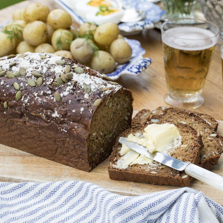 baka bröd med gräddfil