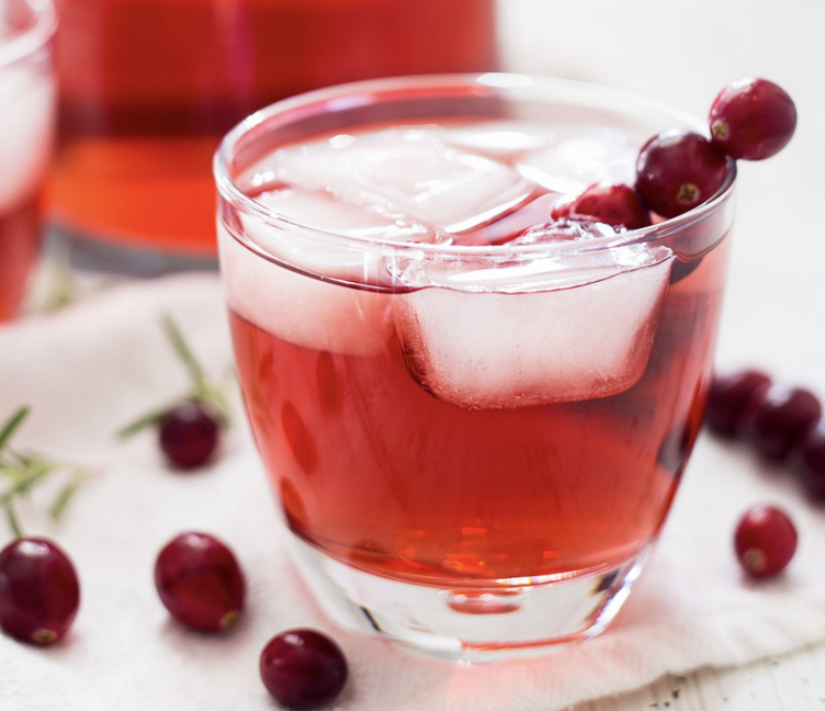 Ta Da Splash Here S An Easy Way To Elevate Your Drink Presentation When Entertaining Friends An Cranberry Ginger Ale Gluten Free Drinks Easy Holiday Cocktails