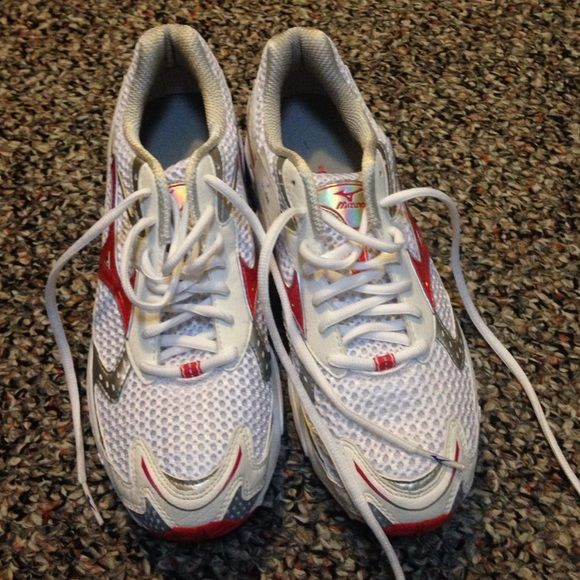 NWT MIZUNO X10 RUNNING SHOES Brand new never worn MIZUNO running shoes. Make me an offer!! Mizuno Shoes Sneakers