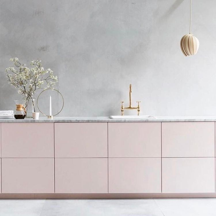 [INSPO]  [SO CHIC] - Seen at @kovac_family  ______________________________ # southern kitchen # kitchen # kitcheninspo #quality #kitchen #kitchens #kitcheninspo #norskprodusert #whitekitchen # interior4you1 #interior #interiordesign # interior magazine #inspire_me_home_decor #skandinaviskehjem #boligmagasinet #delmittbilde # ssevjen #white #whiteonwhite #woodwork #designers #kitchenlife #nordicinspiration # kitchen inspiration #woodwork #white #whitekitchen #designers #kitchenlife @ inter...
