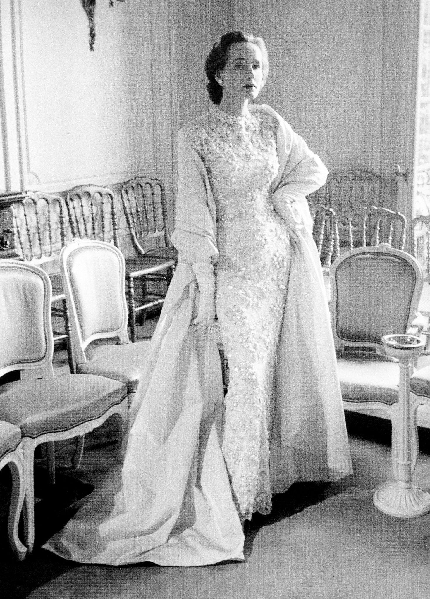 Abito da sera con stola di Christian Dior 1953  7f3ffdc2547