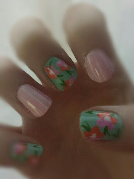 Flower and stripes nails. #diy #nails