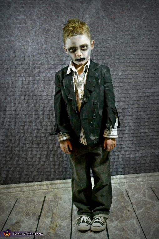Tamra Every Year We Love Coordinating Our Family Costumes And The Ideas Always Come From Kids This Yearthey Wanted To Be Zombie