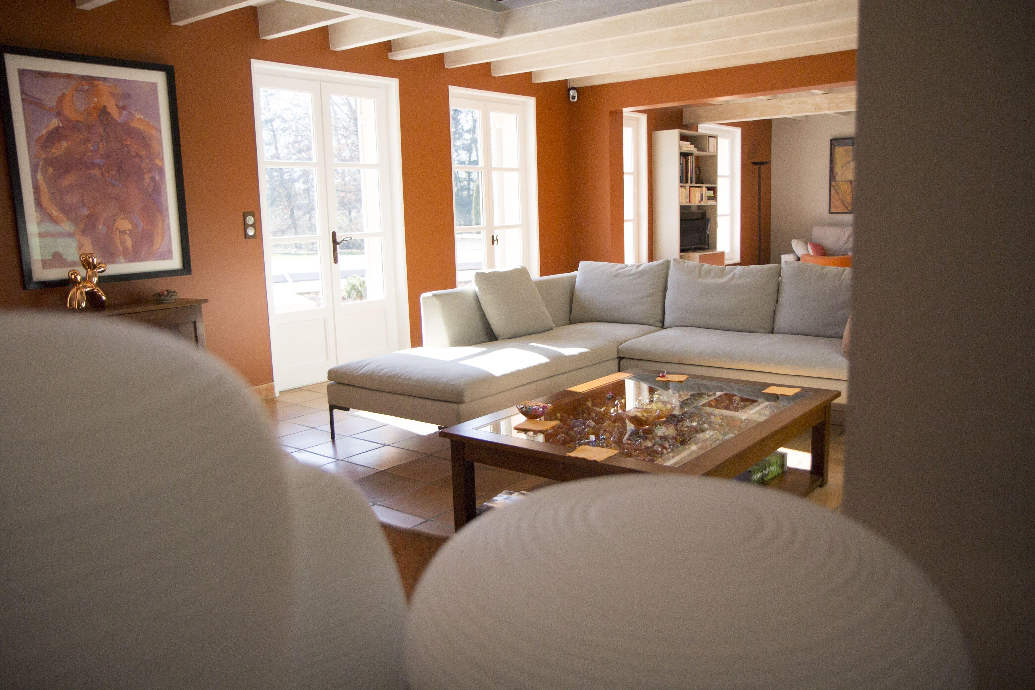Rénovation décoration salon maison de campagne, poutre, tomette