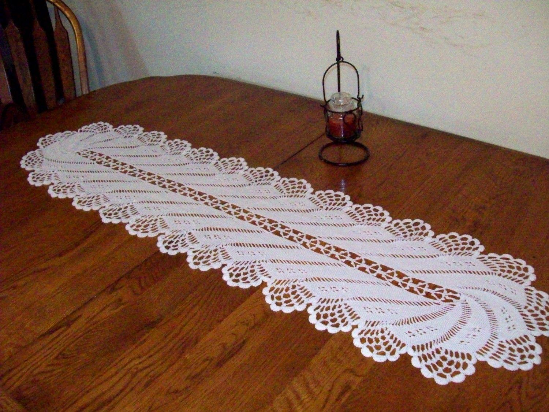 camino de mesa tejido a crochet estilo girandula con