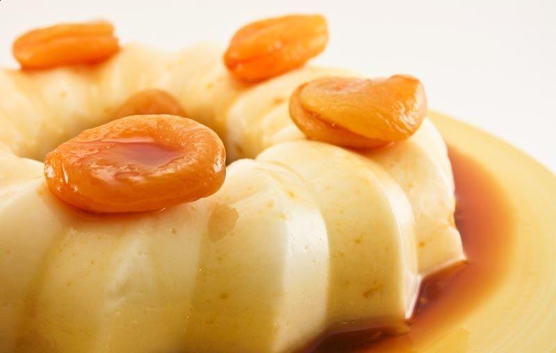 Manjar branco com calda picante de damascos