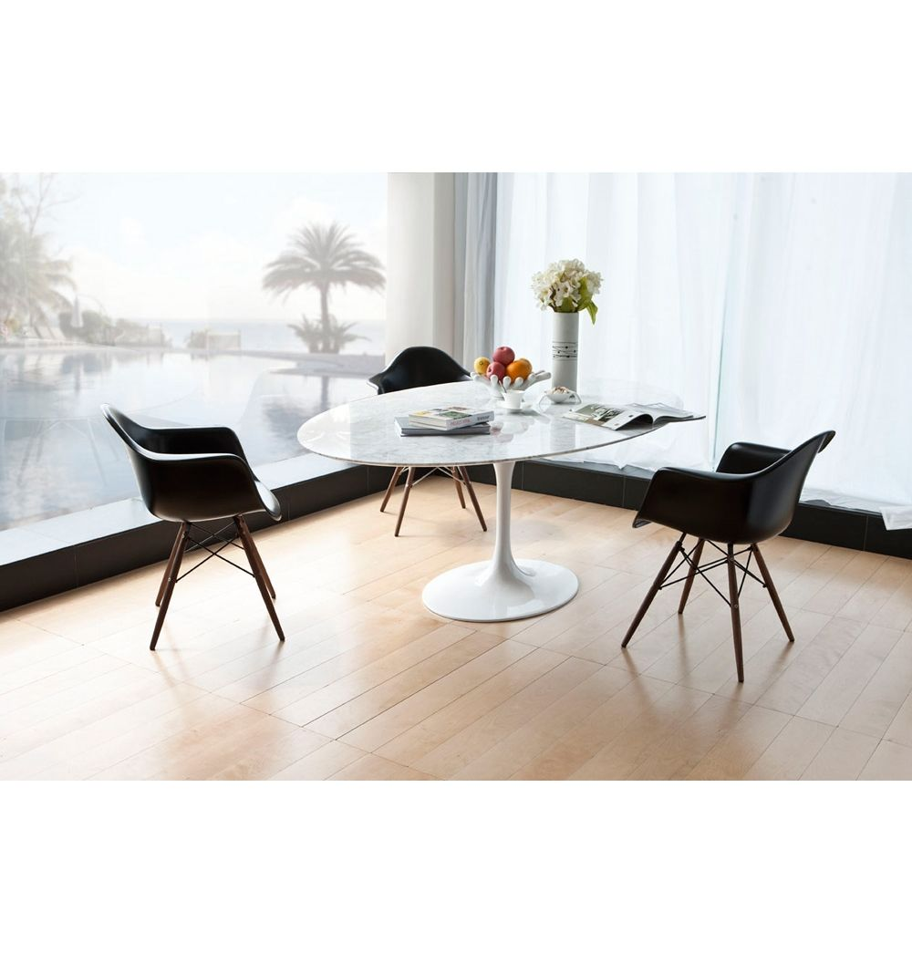 Eero Saarinen Tulip Dining Table Oval