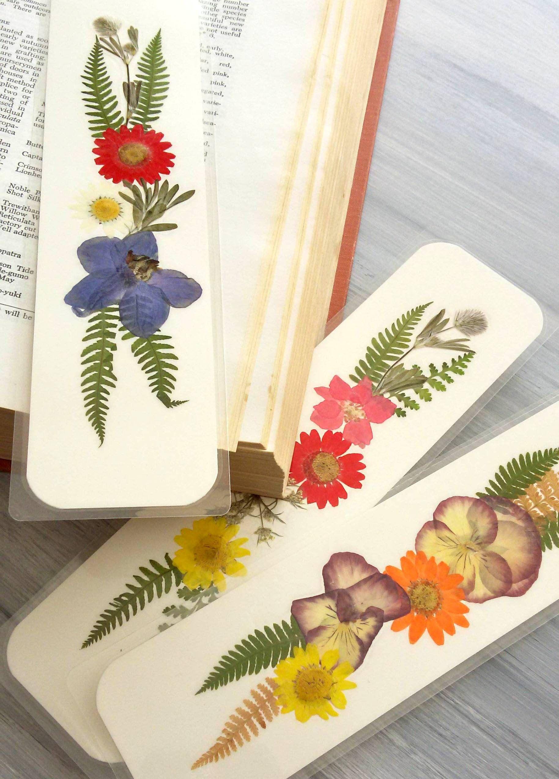 Pressed Flower Bookmarks Set Of 3 Bookmarks Dried Natural Garden Flowers Pressed Flower Bouquet For S Flower Bookmark Pressed Flowers How To Make Bookmarks