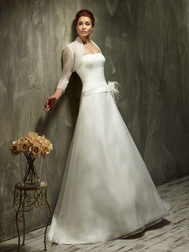schlichtes Brautkleid im edlen Design von Lisa Donetti ...